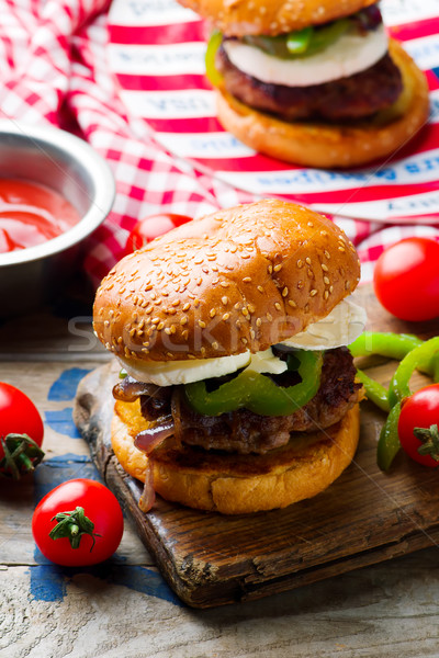 Kip worst hamburger brood sandwich boord Stockfoto © zoryanchik