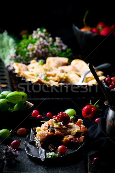 Patchwork fraise tarte sombre photo alimentaire Photo stock © zoryanchik