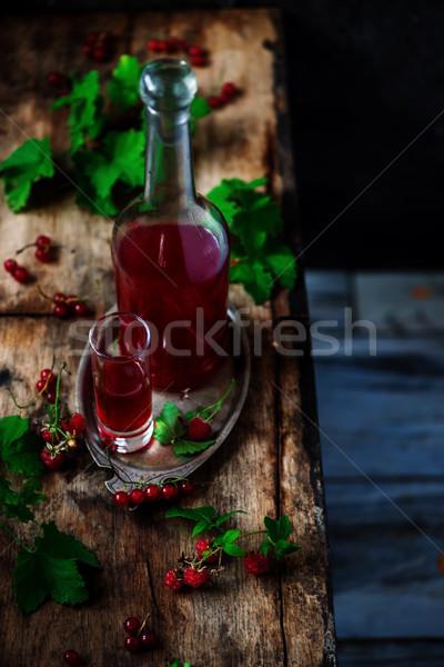 Piros ribiszke házi készítésű klasszikus szelektív fókusz szeszes ital Stock fotó © zoryanchik