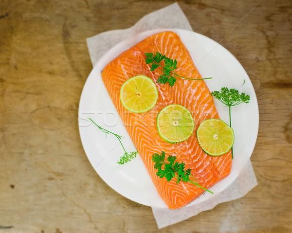 świeże filet łososia plastry wapno zielenina Zdjęcia stock © zoryanchik