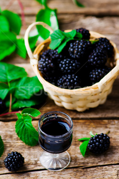 Likeur BlackBerry shot glas stijl rustiek Stockfoto © zoryanchik