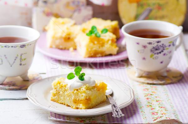Kurutulmuş kayısı puding beyaz plaka kahvaltı Stok fotoğraf © zoryanchik