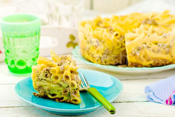 Macaroni gebakken pudding vlees plaat selectieve aandacht Stockfoto © zoryanchik