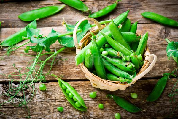 新鮮 有機 綠色 豌豆 選擇性的重點 背景 商業照片 © zoryanchik