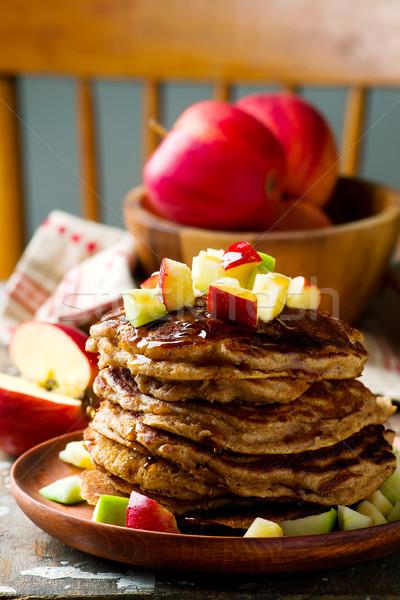 Almák palacsinták szirup reggeli ebéd friss Stock fotó © zoryanchik