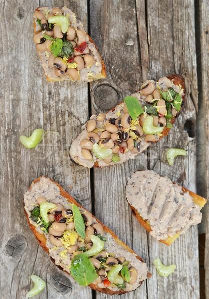 Bruschetta feijões madeira comida prato salada Foto stock © zoryanchik