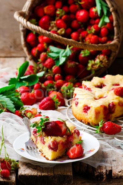 Francuski truskawki rustykalny żywności słodkie przekąska Zdjęcia stock © zoryanchik