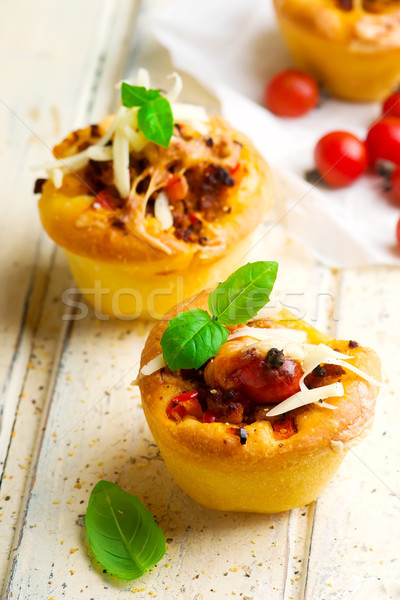Pizza muffins bolognese saus selectieve aandacht diner Rood Stockfoto © zoryanchik
