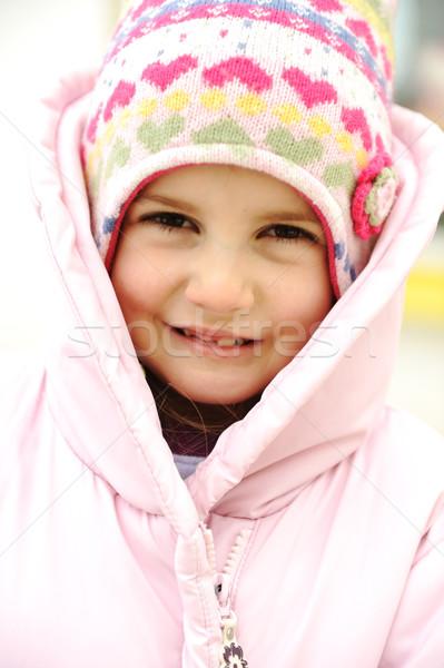 Aanbiddelijk meisje positief lachend gezicht sneeuw winter Stockfoto © zurijeta