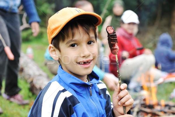 Churrasco natureza grupo crianças salsichas fogo Foto stock © zurijeta