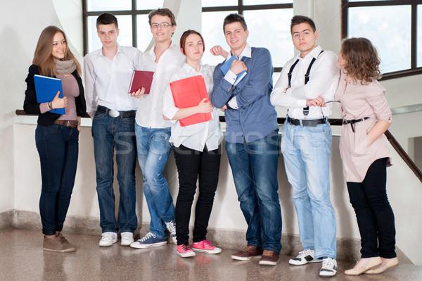 Diákok csetepaté csoport áll mosoly jókedv Stock fotó © zurijeta