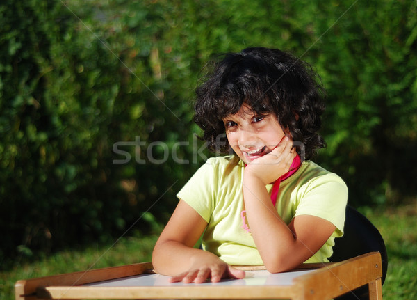 Mooie schoolmeisje mooie glimlach hout kind Stockfoto © zurijeta