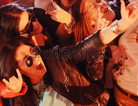 Groep jonge tienermeisjes samen natuur jongeren Stockfoto © zurijeta