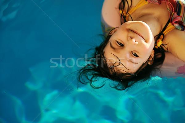 Pequeno bonitinho menina piscina cara olhos Foto stock © zurijeta