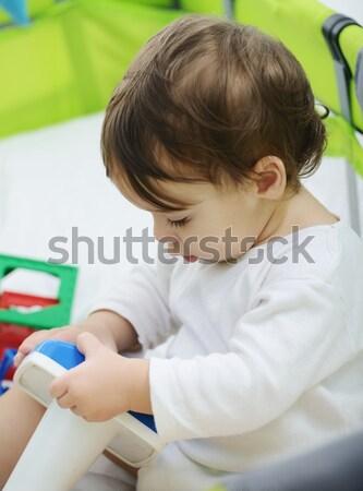 Aanbiddelijk baby jongen moeder bed moeder Stockfoto © zurijeta