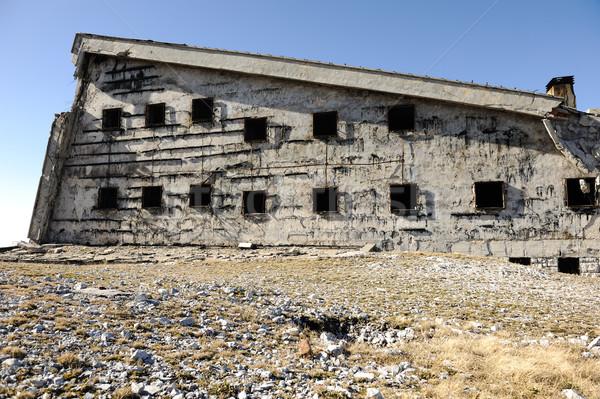 Starych uszkodzony opuszczony budynku miasta domu Zdjęcia stock © zurijeta