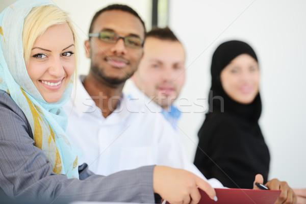 Arab üzleti csoport ül csetepaté vonal nő Stock fotó © zurijeta