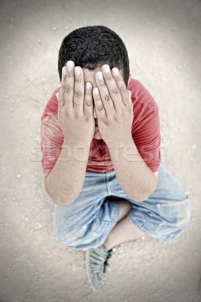 Armoede kind stof straat huilen jongen Stockfoto © zurijeta