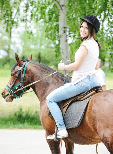 Imagen feliz femenino sesión caballo pueblo Foto stock © zurijeta
