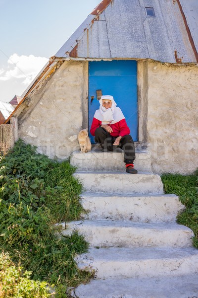 古い 伝統的な 遺産 着用 女性 ポーズ ストックフォト © zurijeta