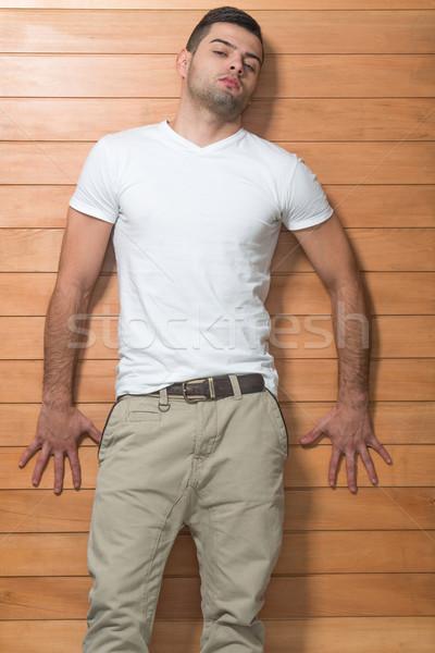 Homem bonito posando bonito moço branco camisas Foto stock © zurijeta