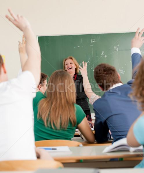 Neşeli profesör kara tahta bakıyor Öğrenciler eğitim Stok fotoğraf © zurijeta