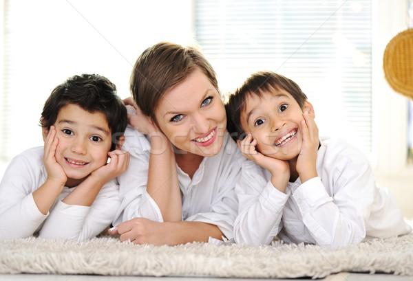 Családi portré anya fiú otthon család mosoly Stock fotó © zurijeta