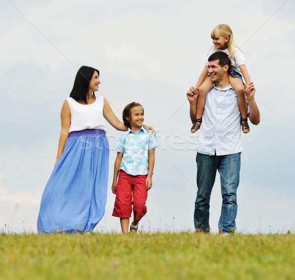 幸せな家族 自然 徒歩 緑 夏 草原 ストックフォト © zurijeta