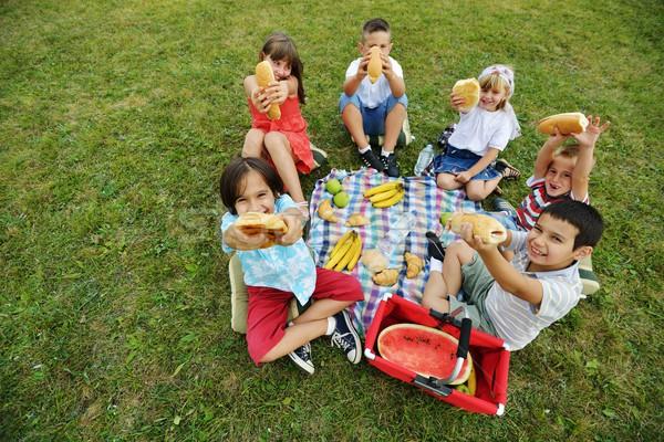 Stockfoto: Kinderen · picknick · weide · cirkel · water · voorjaar