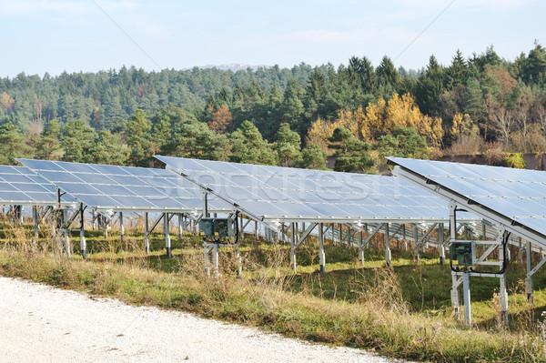 Alternativa energia fotovoltaica painéis solares céu grama Foto stock © zurijeta