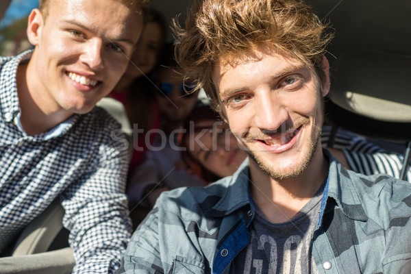Jugendlichen Urlaub genießen Spaß fahren Auto Stock foto © zurijeta