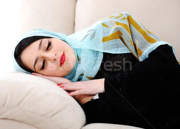 Foto stock: árabe · mulher · adormecido · sofá · cara · cabelo