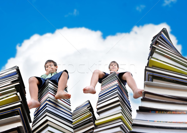 Stockfoto: Weinig · jongens · vergadering · groot · boeken