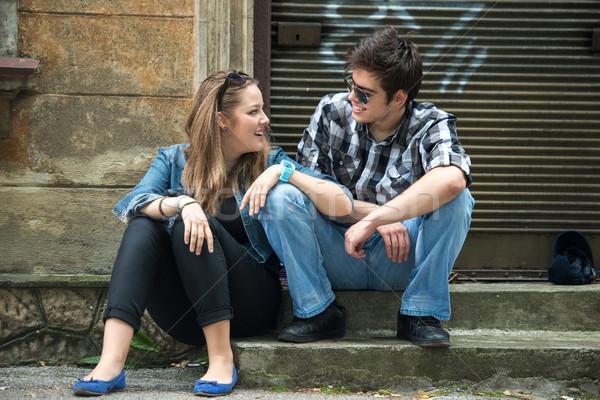 Coppia adolescenti flirtare seduta strada amore Foto d'archivio © zurijeta