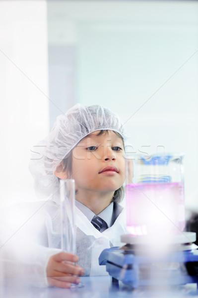 Smart cute weinig mannelijke kind test Stockfoto © zurijeta