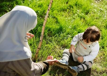 Orta doğu Müslüman anne oynama küçük bebek Stok fotoğraf © zurijeta