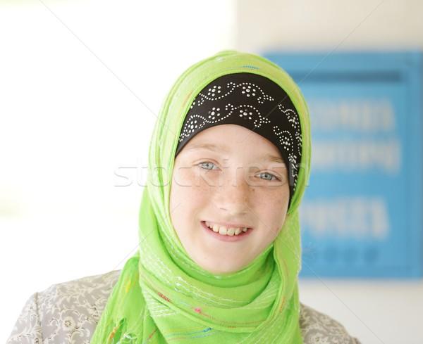 Foto stock: Retrato · muçulmano · menina · little · girl · bonitinho · sardas