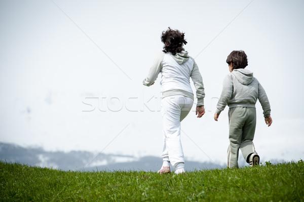 Menino menina corrida saltando primavera campo Foto stock © zurijeta