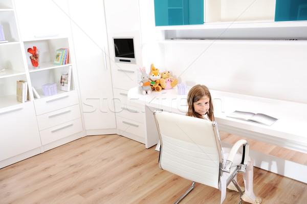 Küçük kız yeni oda çocuk çalışma çocuk Stok fotoğraf © zurijeta