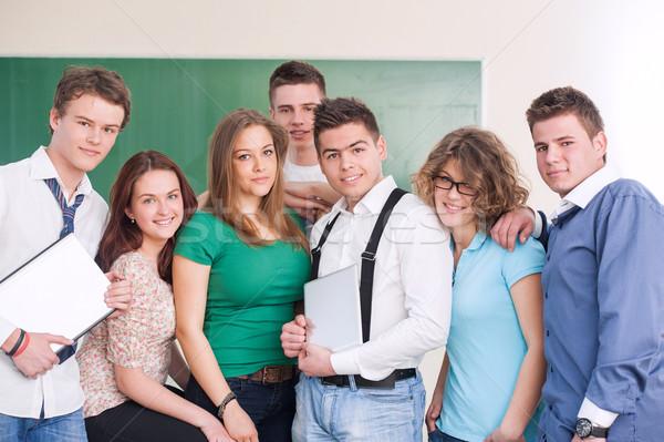 Sete alegre estudantes posando lousa computador Foto stock © zurijeta