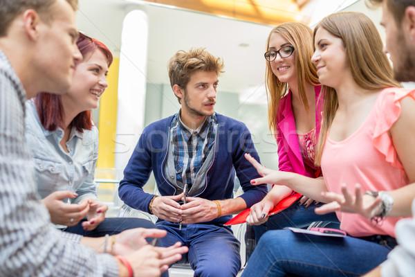 Młodych partnerów burza mózgów pomysły spotkanie Zdjęcia stock © zurijeta
