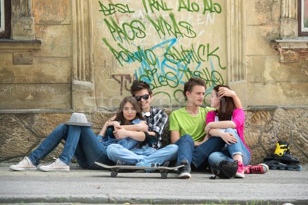 Négy tinédzserek graffiti ül fal város Stock fotó © zurijeta
