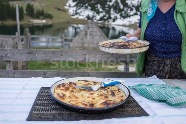 Kézzel készített pita híres étel pizza tó Stock fotó © zurijeta