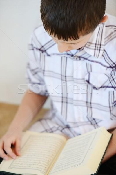 Musulmanes nino lectura nino libro cara Foto stock © zurijeta