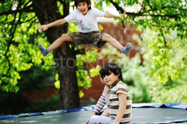 Gelukkig kinderen genieten jeugd trampoline vrolijk Stockfoto © zurijeta