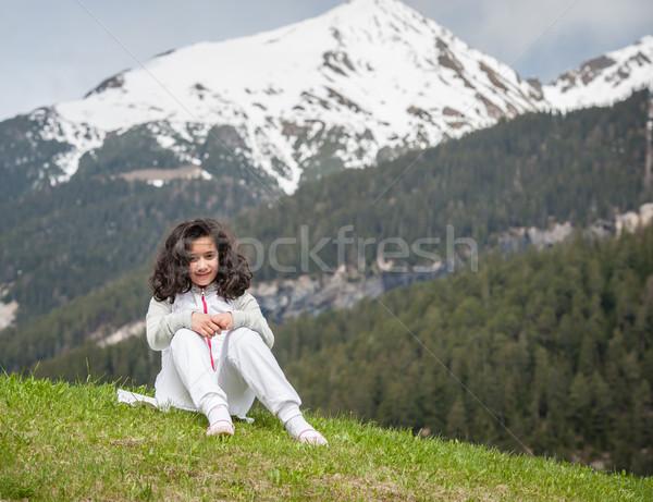 Meisje mooie voorjaar vakantie idyllisch alpen Stockfoto © zurijeta