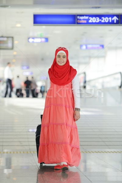 Arapça orta doğu genç kız havaalanı Stok fotoğraf © zurijeta