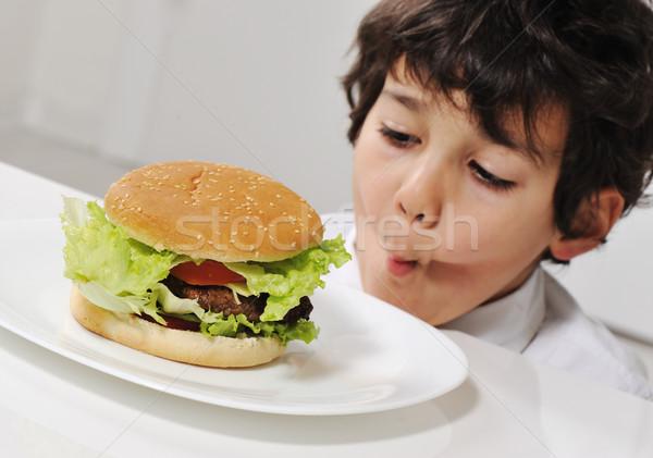 çocuk ayartma lezzetli hamburger gıda mutlu Stok fotoğraf © zurijeta