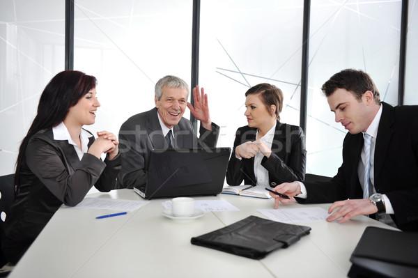 üzletemberek megbeszélés tárgyalóterem üzlet nők üzletember Stock fotó © zurijeta