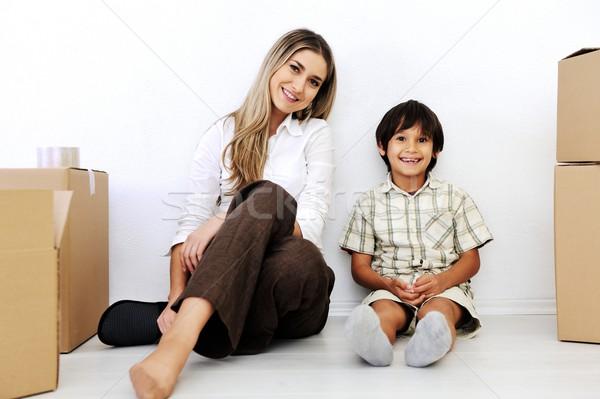 Gyönyörű mosolygó nő kicsi fiú ül kartondoboz Stock fotó © zurijeta